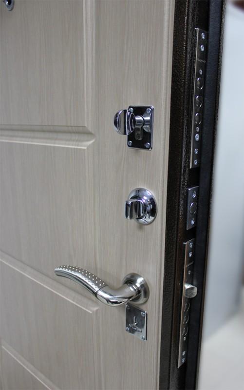 дверь внутреняя металлическая